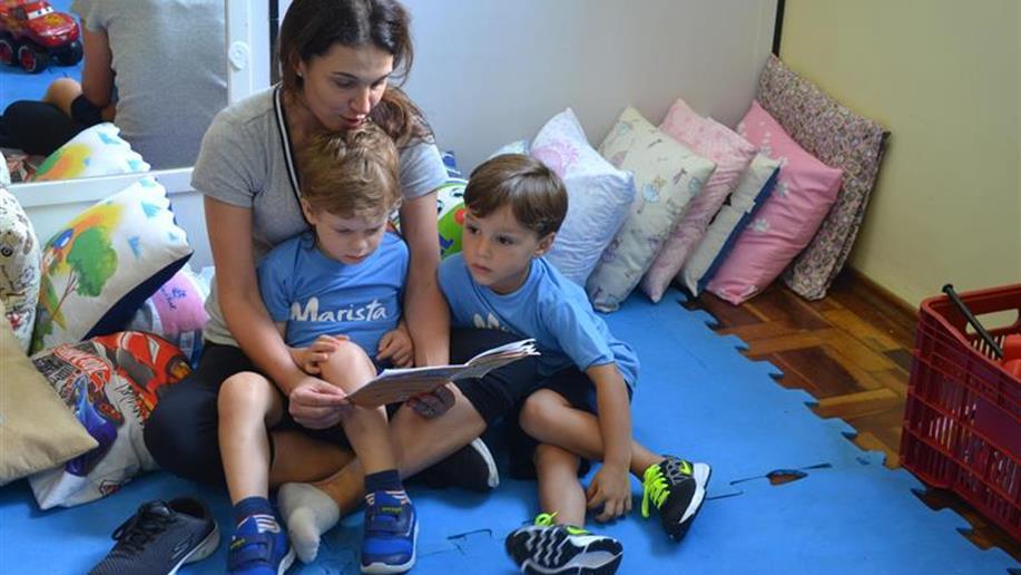 Desenvolvemos iniciativas que estimulam a confiança das crianças em permanecer no ambiente escolar, por meio da formação de vínculos com as famílias.