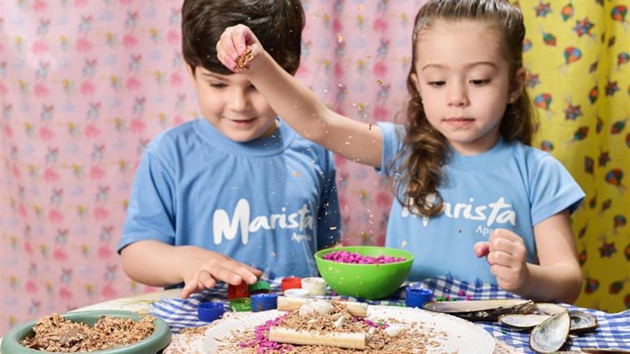 Em nossa proposta pedagógica, acreditamos na valorização do brincar como uma das primeiras formas de expressão da criança e sua relação com o mundo.
