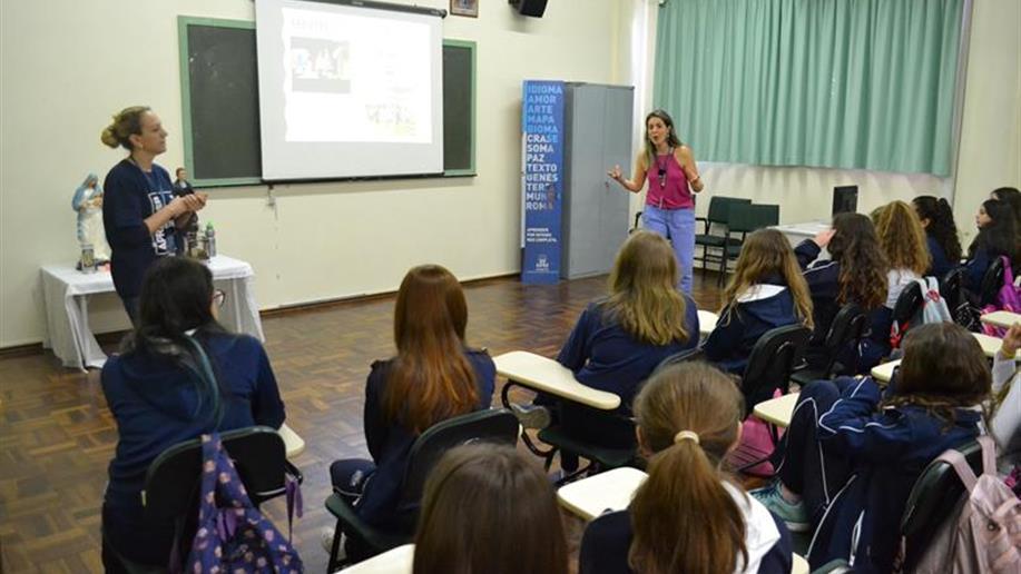 Essa iniciativa é coordenada pela Orientação Educacional e realizada em parceria com os educadores