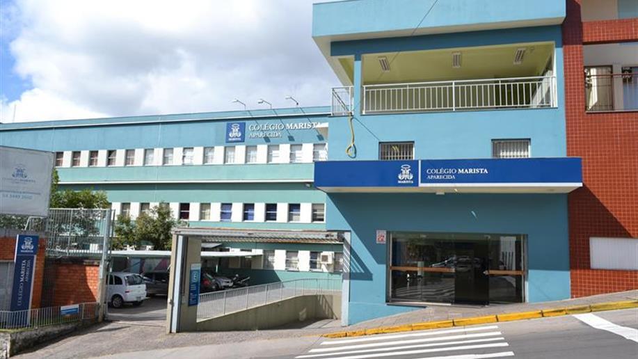 O colégio fica localizado na região central de Bento Gonçalves.