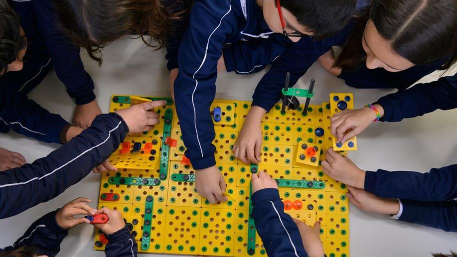 A inovação faz parte do cotidiano escolar, na forma de dimanizar o jeito de ensinar e aprender, tanto em novas metdologias quanto no uso de tecnologias educacionais