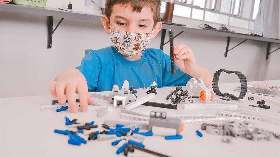 Através de brincdeiras, estudantes ampliam seus repertórios sobre a robótica