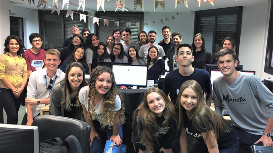 Divididos em dois grupos por turma, os estudantes foram responsáveis por propor estratégias de divulgação e/ou promoção de ações da Biblioteca Irmão José Bernardi.