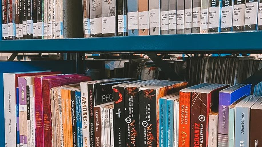 A Biblioteca, com seu acervo sempre atualizado, é um espaço vivo dentro da escola