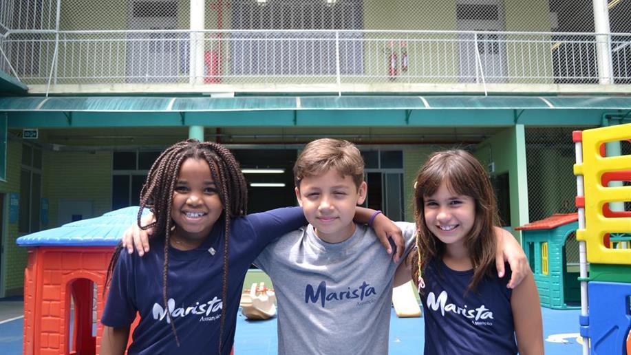 O uso do uniforme escolar é diário e obrigatório para os estudantes da Educação Infantil ao Ensino Médio. Confira todos os modelos.