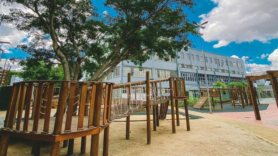 Temos uma estrutura completa para todos os níveis de ensino, atividades complementares e estacionamento no Bairro Glória, em Porto Alegre.