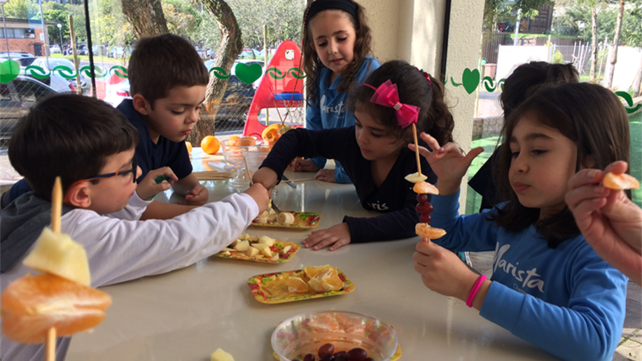 A importância de desenvolver hábitos alimentares saudáveis desde a Educação Infantil.
