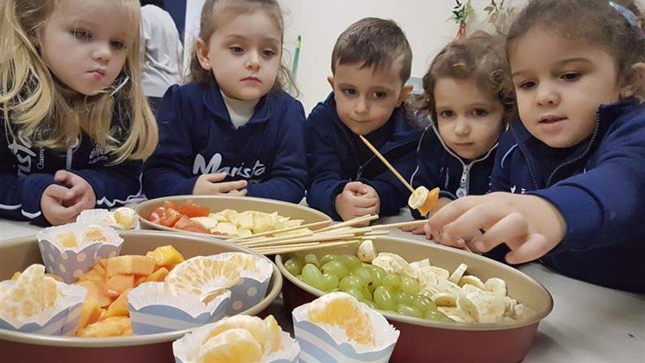 Na Educação Infantil, projetos e atividades estimulam a saúde alimentar das crianças.