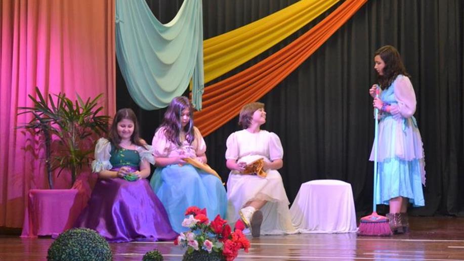 Aulas de Teatro estimulam a criatividade, o autoconhecimento e a comunicação.