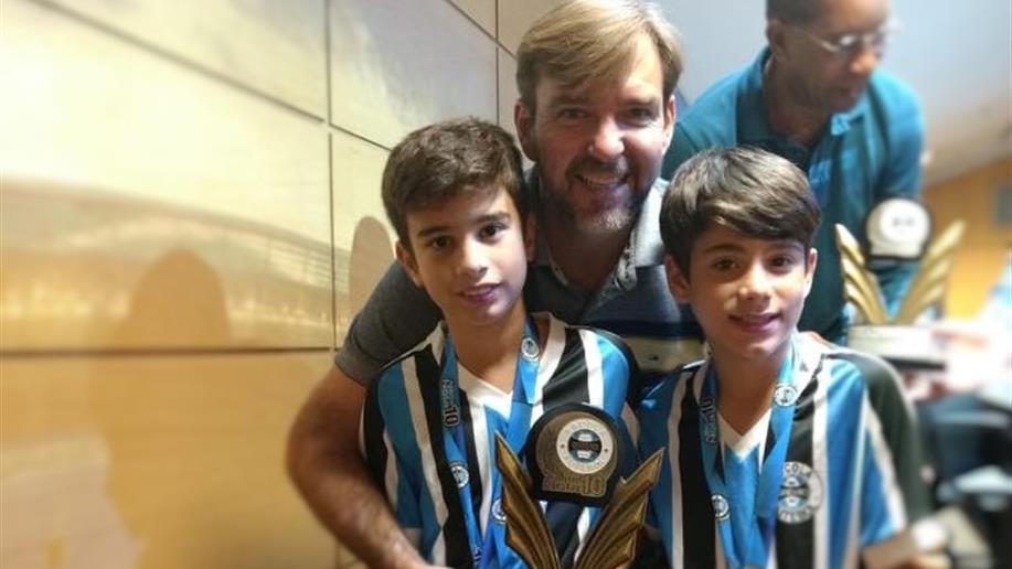 Nossos estudantes receberam o prêmio Atleta Nota Dez, realizado pela Escola de Futebol do Grêmio Foot-Ball Porto Alegrense.