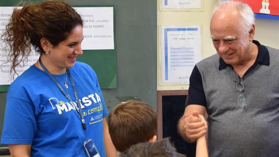 Educadores participam de encontro formativo e recebem visita do professor e doutor português Manoel Sarmento.