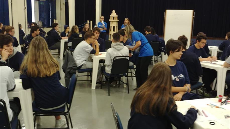O Aulão Enem é destinado ao 3º ano EM com o objetivo de preparar os estudantes para as provas do Exame Nacional do Ensino Médio.