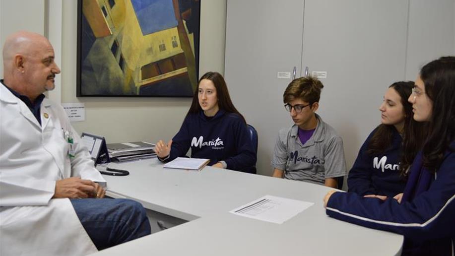 Estudantes do Ensino Médio criam protótipo de aplicativo para incentivar a doação de sangue.