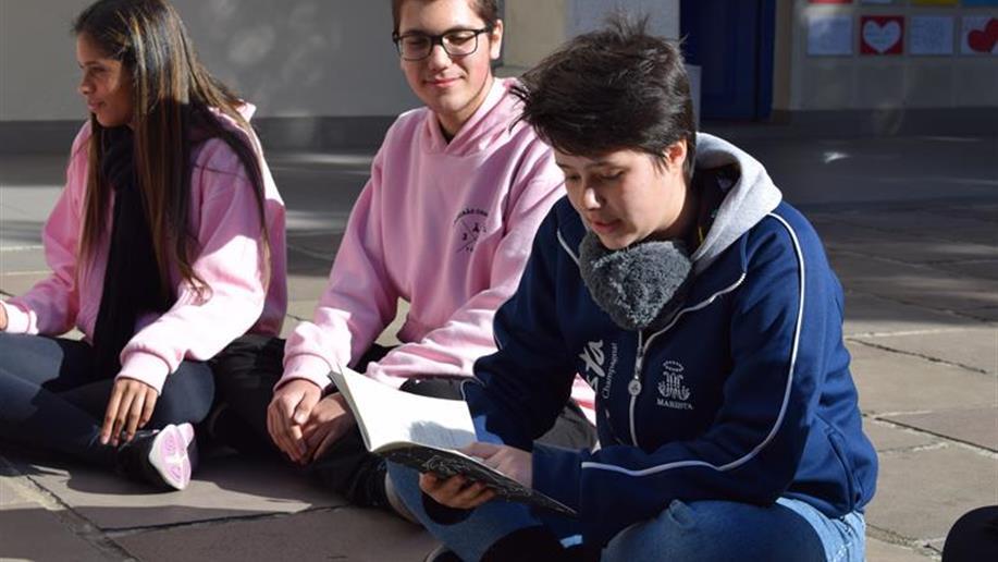 Conteúdos de sociologia são trabalhados em batalha de poesias com estudantes do 3º ano do Ensino Médio