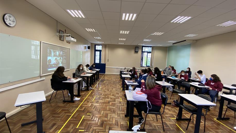 3º ano do Ensino Médio do Marista Champagnat realiza Júri simulado sobre tecnologias digitais e redes sociais