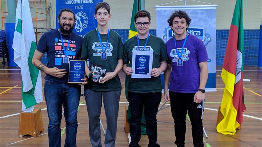 Estudantes participam do 4º Desfio de Robôs e conquistam o 2º lugar na categoria Maze Rescue