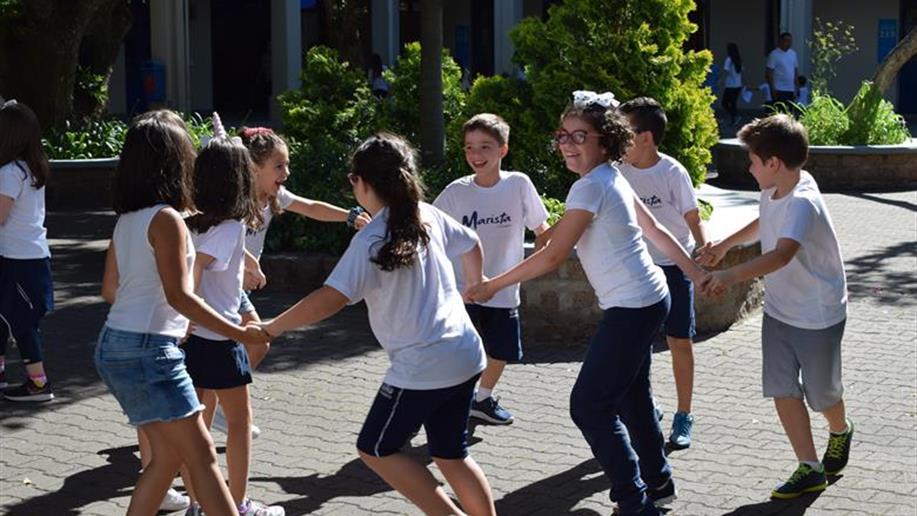 Estudantes e comunidade escolar participam de atividades e exercícios de gratidão no dia de Ação de Graças