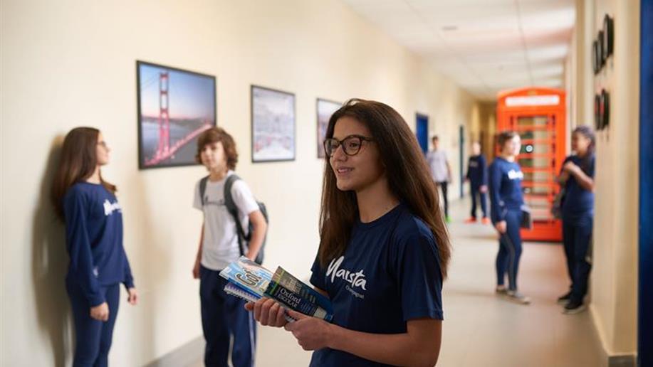 O projeto Living English faz parte da grade curricular dos estudantes da Educação Infantil ao Ensino Médio.