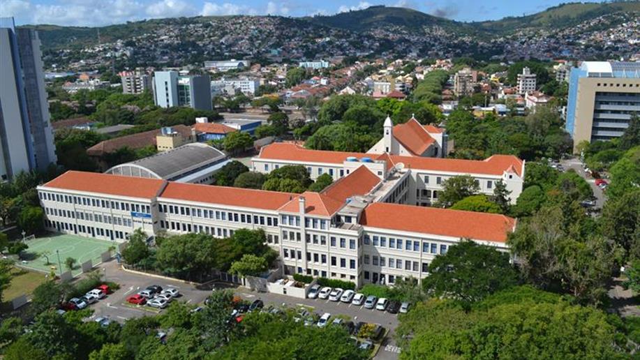 O Colégio Marista Champagnat conta com uma infraestrutura completa, em uma área privilegiada com quase 4 mil metros quadrados. Está instalado no bairro Partenon, em Porto Alegre/RS, dentro do Campus da PUCRS.
