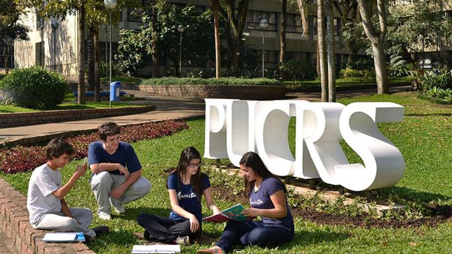 Em parceria com a Pontifícia Universidade Católica do Rio Grande do Sul (PUCRS), o Marista Conceição realiza cursos de especialização para educadores e iniciativas dedicadas aos estudantes em diferentes espaços do Campus,