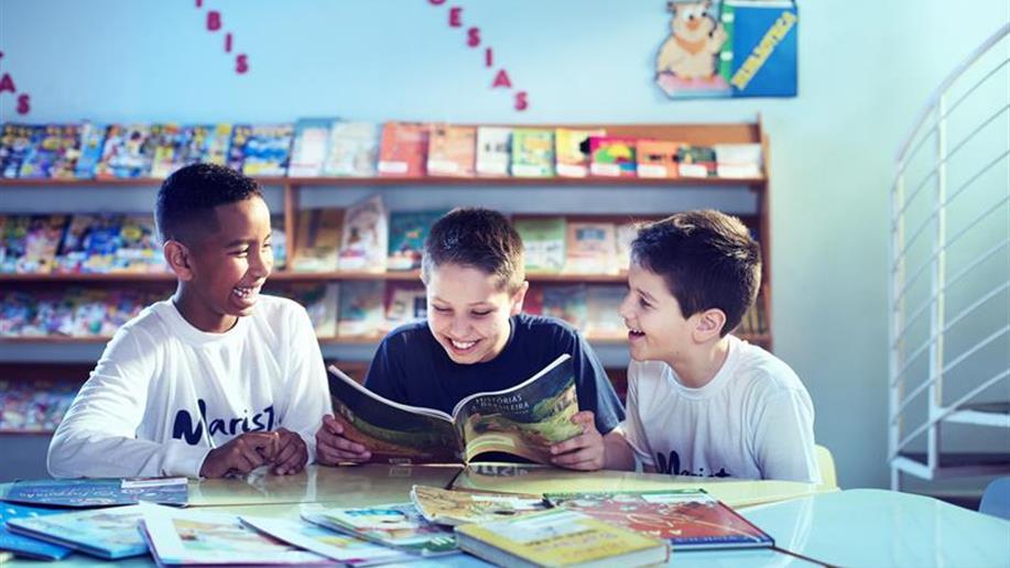 As Bibliotecas do Colégio apoiam no desenvolvimento de atividades pedagógicas e dispõem de um espaço confortável para a prática leitora.