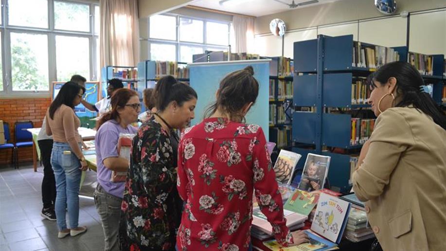 Editoras apresentaram seus lançamentos aos educadores na última quinta-feira (1º/11)