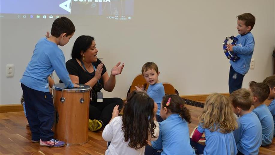 No Marista Maria Imaculada, a educação musical perpassa pela ideia de que o mundo produz sons e não somente os instrumentos musicais.