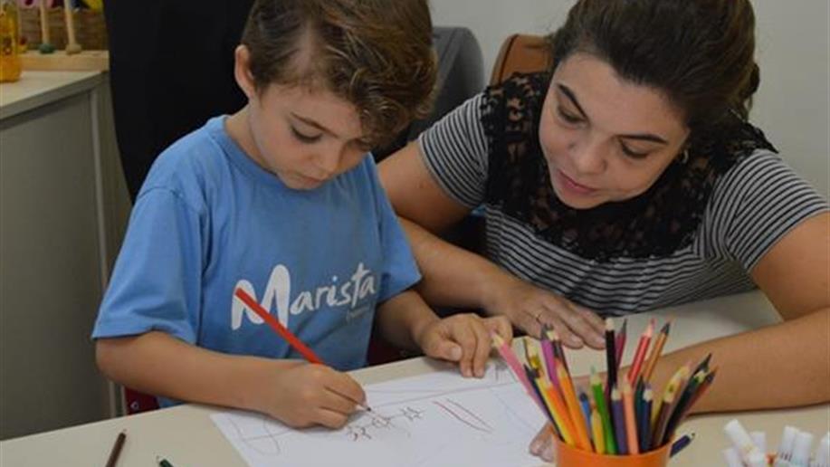 Momentos visam proporcionar espaços de diálogo e formação com as famílias.