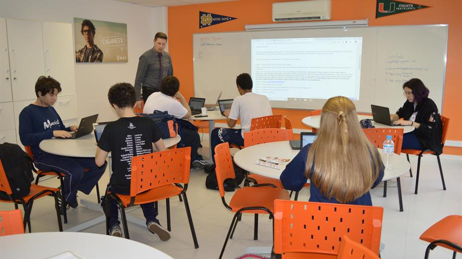 Programa oferece proficiência em língua inglesa e certificação internacional.