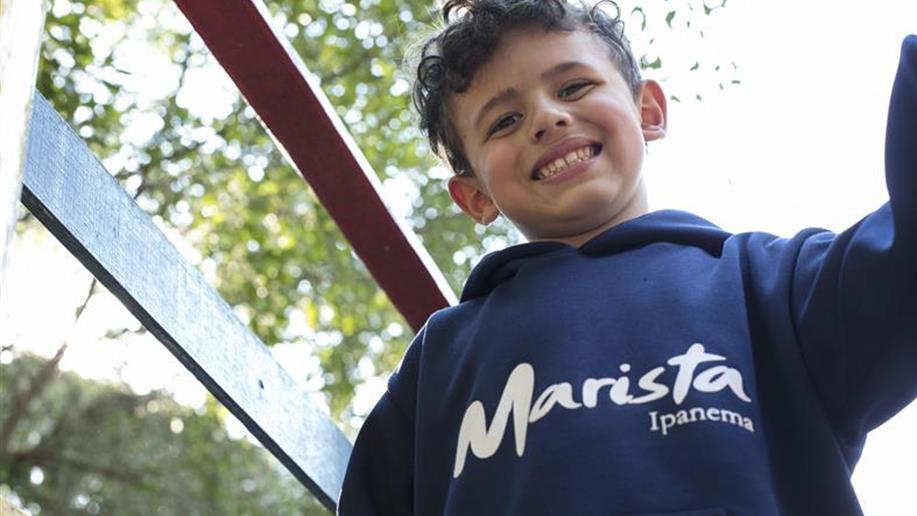 O uniforme é uma forma de identidade dos estudantes maristas. Além de unificar o jeito de vestir, o uniforme garante mais segurança no acesso aos espaços da escola e identificação em passeios e atividades externas.
