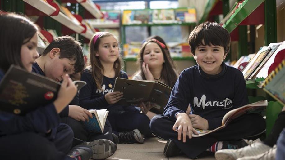 A Biblioteca é um serviço de apoio pedagógico que tem por finalidade colocar à disposição de toda a comunidade escolar os recursos informacionais para estudos, pesquisas eleituras, compatíveis com as atividades pedagógicas e culturais. Podem...