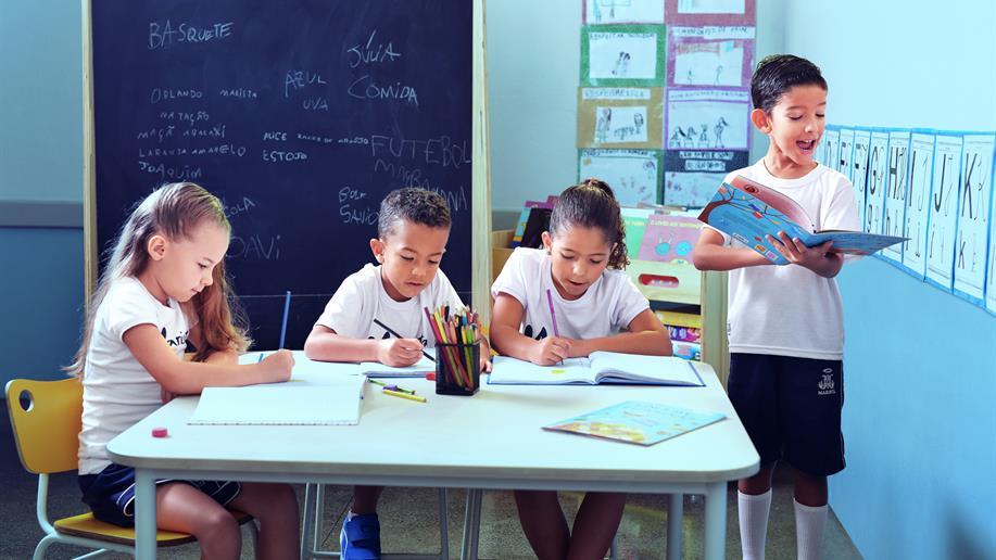 É nessa primeira etapa do Ensino Fundamental, do 1º ao 5º ano EF, que o estudante aprofunda a construção de valores.