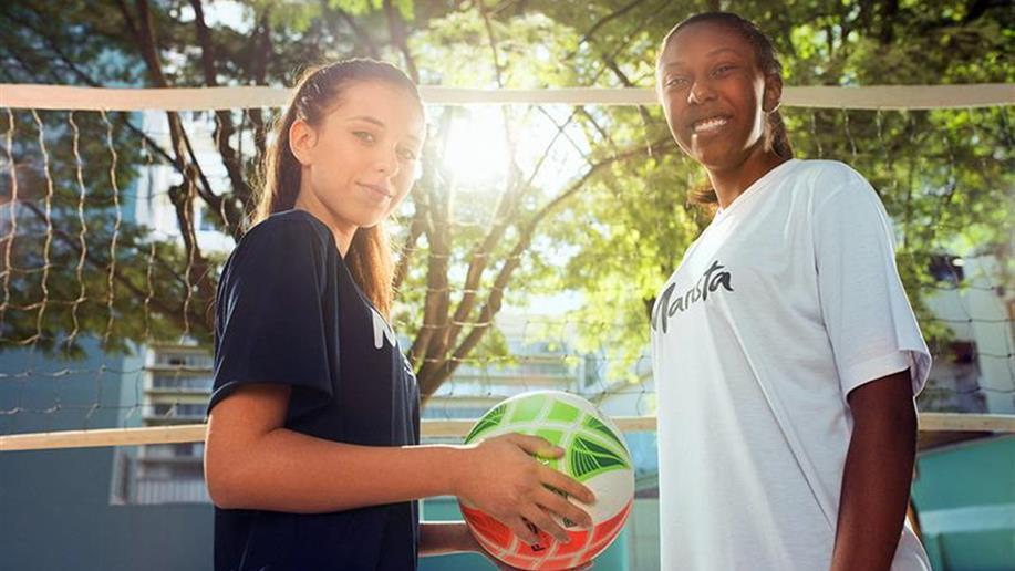 A prática esportiva é trabalhada de forma saudável, com foco na aprendizagem de valores, no espírito de equipe, na liderança, na convivência e na amizade.