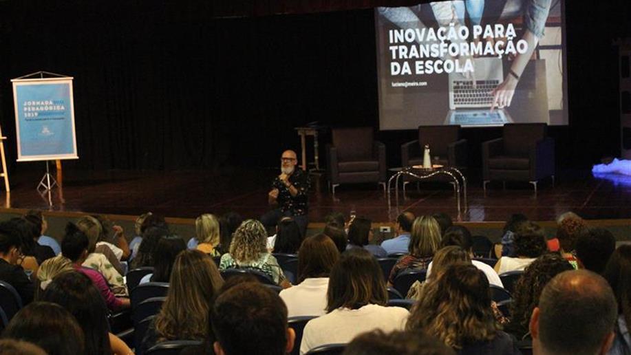 A busca pelo aprimoramento da formação de nossos professores e funcionários faz parte do cotidiano escolar do Marista João Paulo II