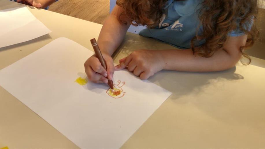 Os traços que antecedem os desenhos são essenciais para o desenvolvimento na primeira infância
