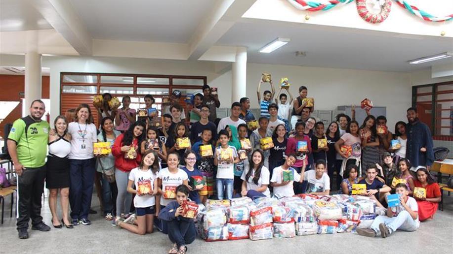 Após um ano de trabalho e ações solidárias marcantes, o Voluntariado Marista e o Serviço de Pastoral Escolar entregaram as doações da Campanha de Natal que arrecadou roupas, calçados, panettones e cestas básicas arrecadados para famílias dos...