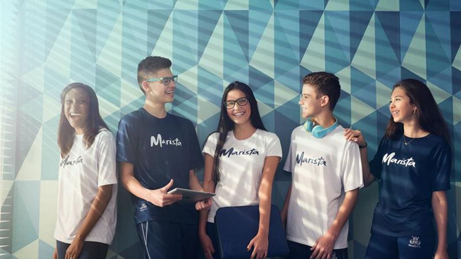 O projeto é uma parceria entre a Rede Marista e a Way American School e permite aos estudantes do 9º ano EF e Ensino Médio cursarem os currículos brasileiro e norte-americano simultaneamente, nos ambientes da escola.