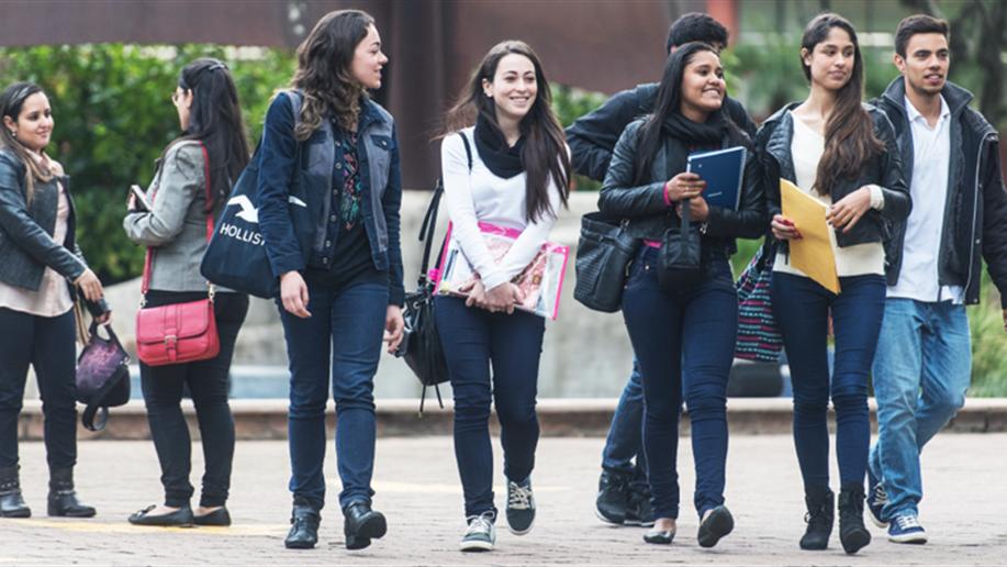 Curso de férias para estudantes de 15 a 18 anos está com inscrições abertas.