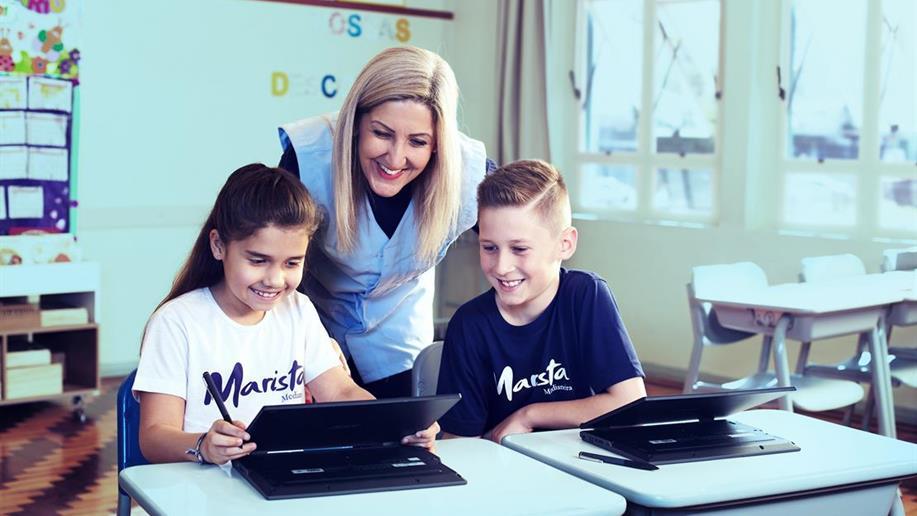 O incentivo ao hábito de leitura é complementado nas atividades de aula com as ferramentas Árvore de Livros e Elefante Letrado