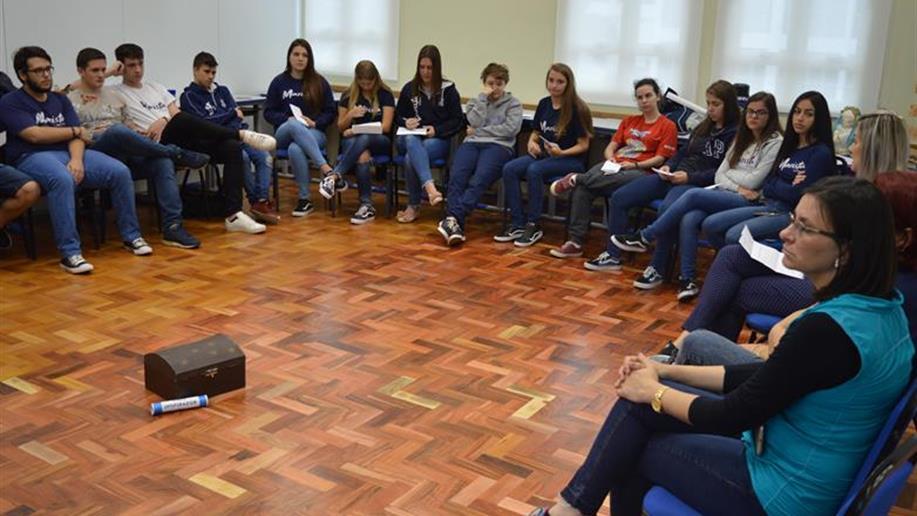 A atividade proporcionou aos estudantes um momento de reflexão e partilha com os educadores.