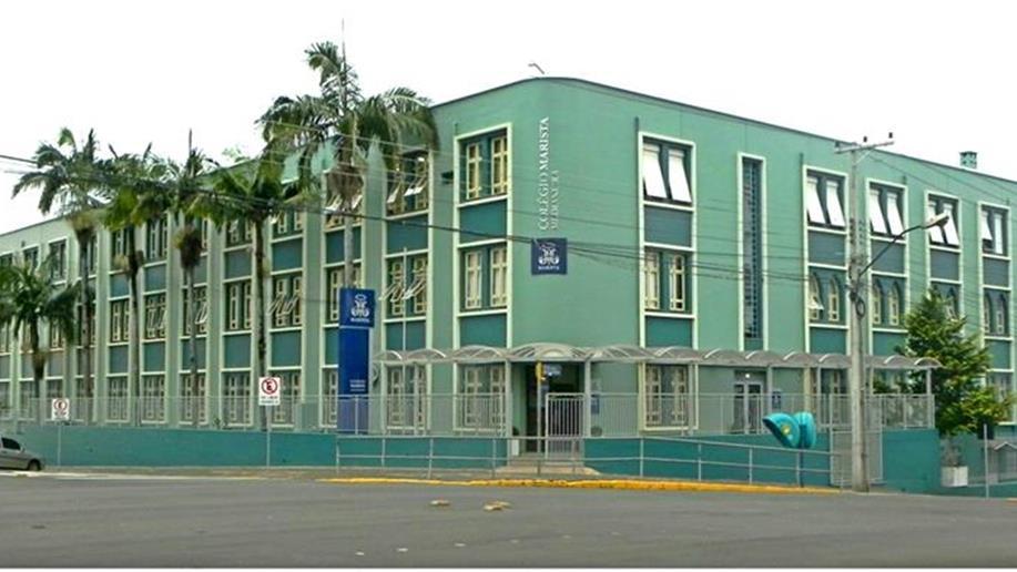 Está instalado na região central da cidade de Erechim/RS, em uma área privilegiada, com mais de 10 mil metros quadrados. Possui infraestrutura completa e adequada para cada nível de ensino.