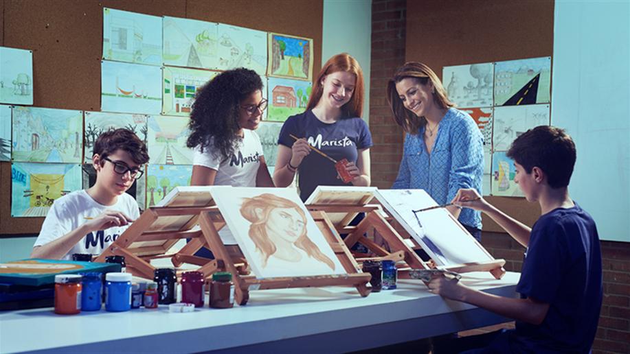 Nossa Mostra de Arte reúne 137 projetos desenvolvidos pelos estudantes e educandos, entre quadros, esculturas, fotografias, colagens, desenhos, arte digital e cinema.