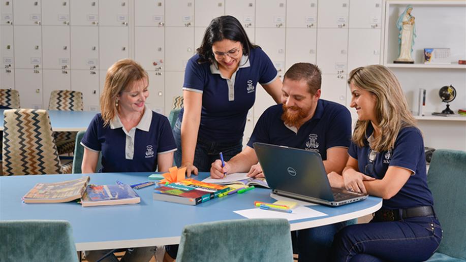 Os Colégios Maristas realizam formação continuada para educadores com seminários, palestras, jornadas, cursos e outros momentos.