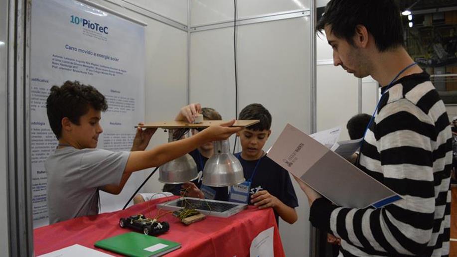 A valorização da metodologia de investigação científica se dá pela PioTeC – Mostra de Projetos de Tecnologias e Ciências