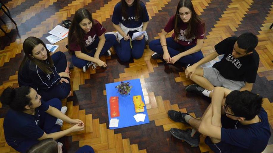 Além das disciplinas tradicionais da base curricular, o Marista Pio XII oferece aulas de Técnicas de Redação para o Enem, Escrita Criativa, Projeto de Vida, entre outras, no contra turno escolar.