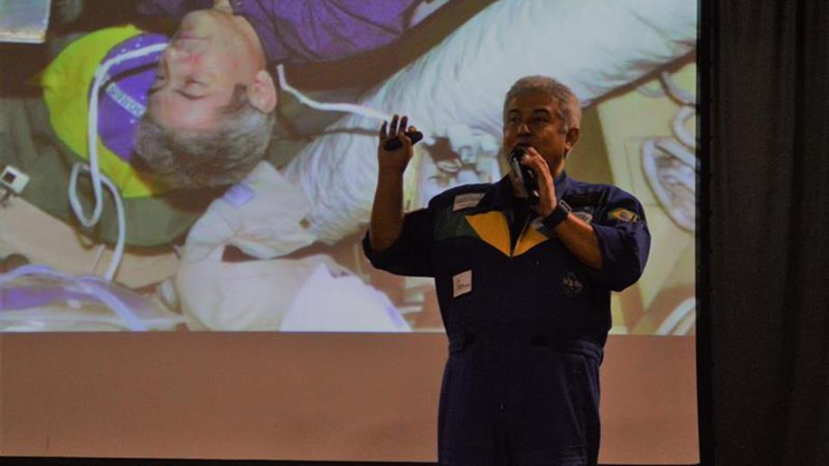 Pontes compartilhou sua experiência como o primeiro sul-americano a ir ao espaço, relembrando sua batalha em busca de seu sonho.