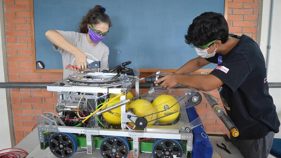 A Robótica Extracurricular do Marista Pio XII possibilita que os estudantes entrem em contato com tecnologias e desenvolvam habilidades fundamentais para o futuro profissional.