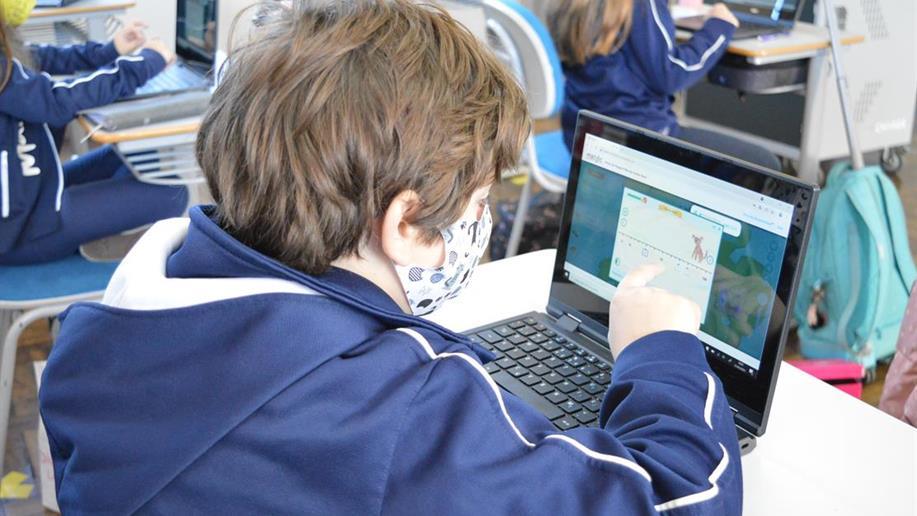 Buscando formas interativas e tecnológicas para as aulas de matemática, utilizamos a plataforma Matific, uma ferramenta com atividades diferenciadas que permite o acompanhamento do progresso de cada estudante.