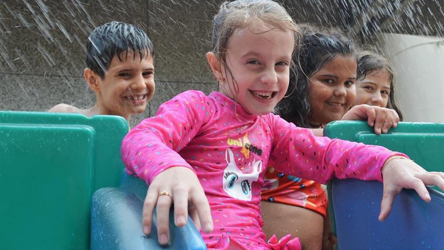 Como forma de promover essa vivência durante o recesso escolar, oferecemos a Colônia de Férias de Inverno e Verão.