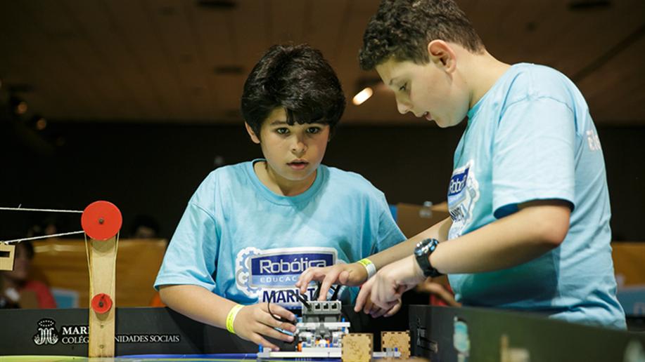 Evento no qual os estudantes protagonizam desafios e pesquisas que envolvem a Robótica Educacional, a codificação e o empreendedorismo.